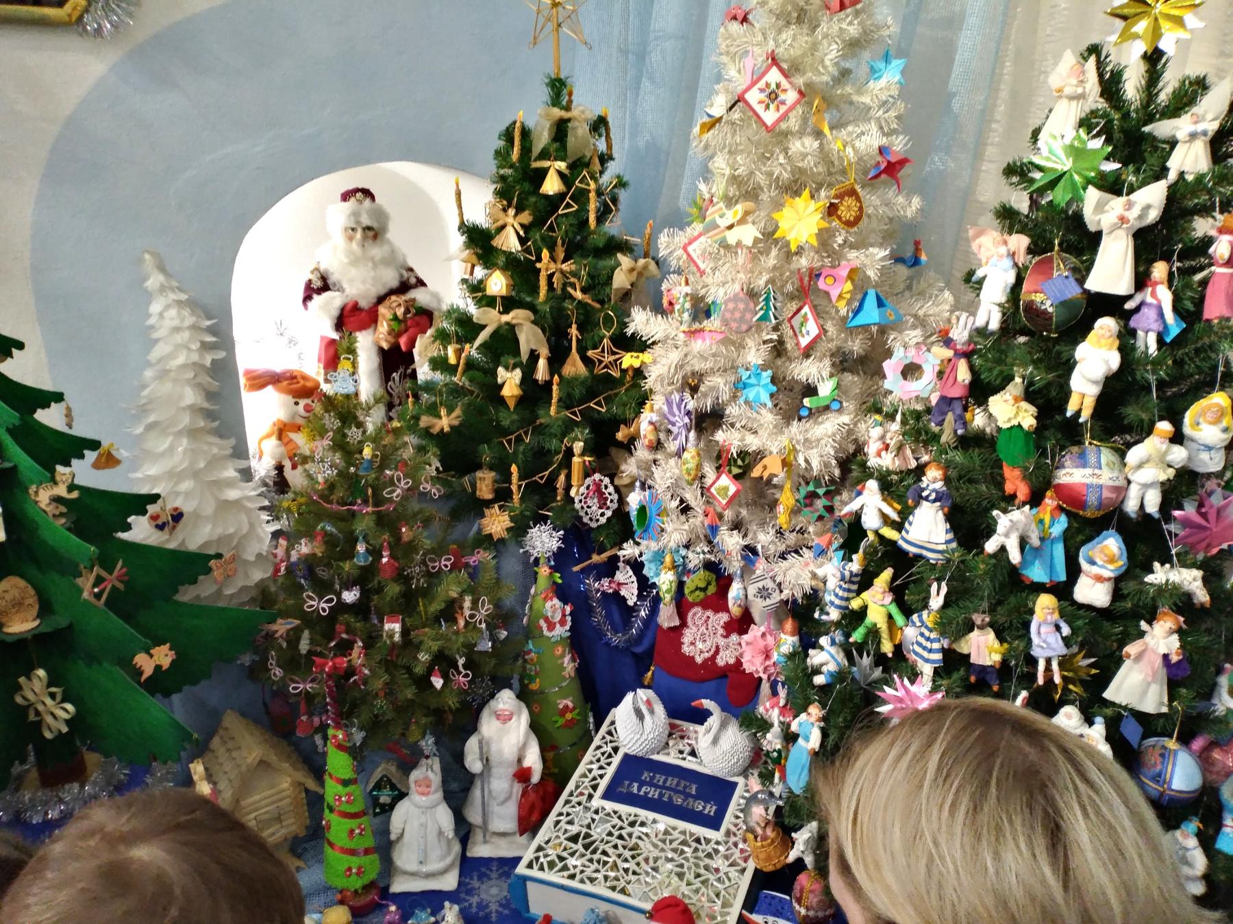 Мей Рожденственской и Новогодней игрушки