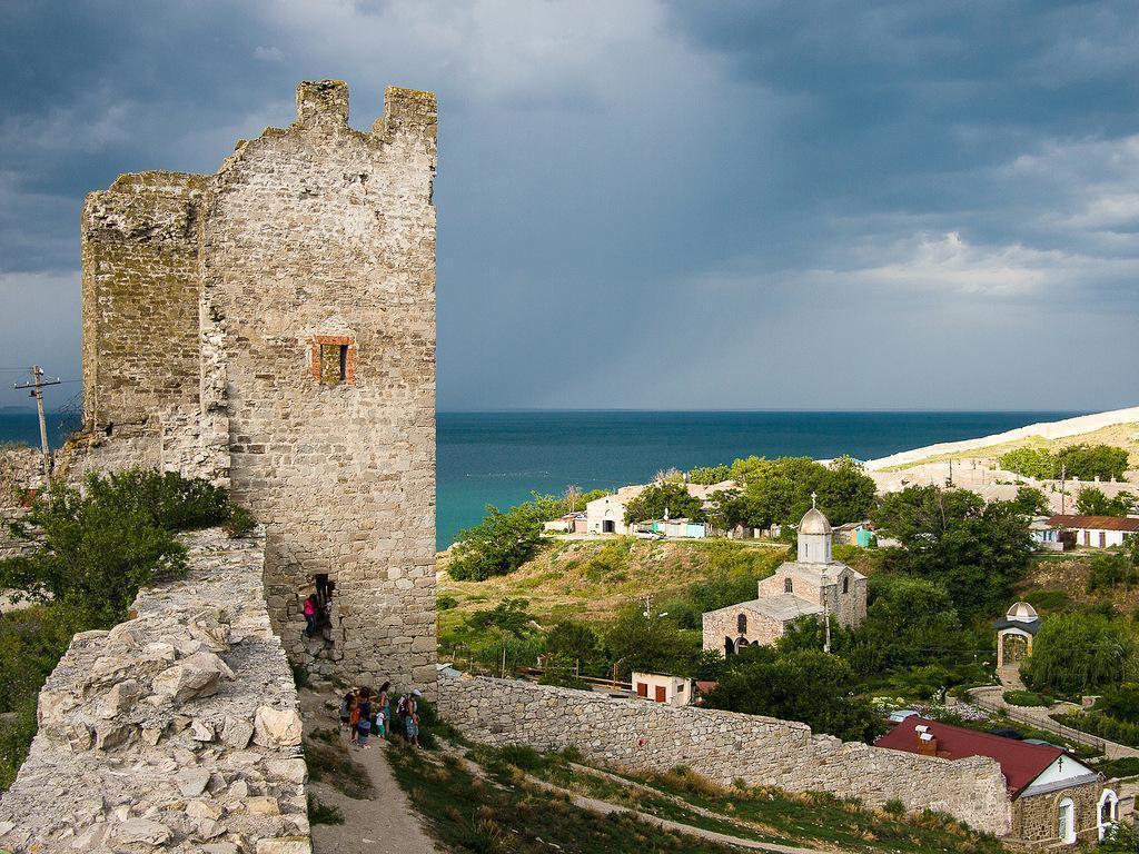 Крым Феодосия Генуэзская крепость